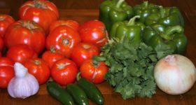 Tomates, pimientos, cebollas, ajos