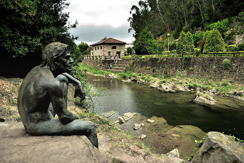 Escultura en honor al hombre pez de Liérganes
