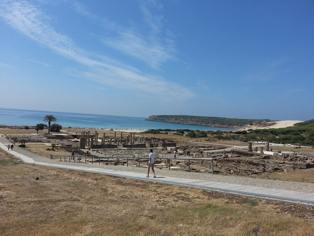 Ruinas de Baelo Claudia, Playa de Bolonia