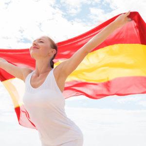 Bandera de España ondeando